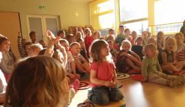 Lapsed kuulamas